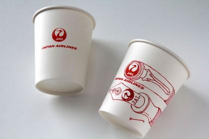 JALの紙コップに赤いインクの万年筆でスケッチ