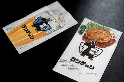 ランチョンの紙ナプキンに万年筆と透明水彩絵具でメンチカツとビールをスケッチ